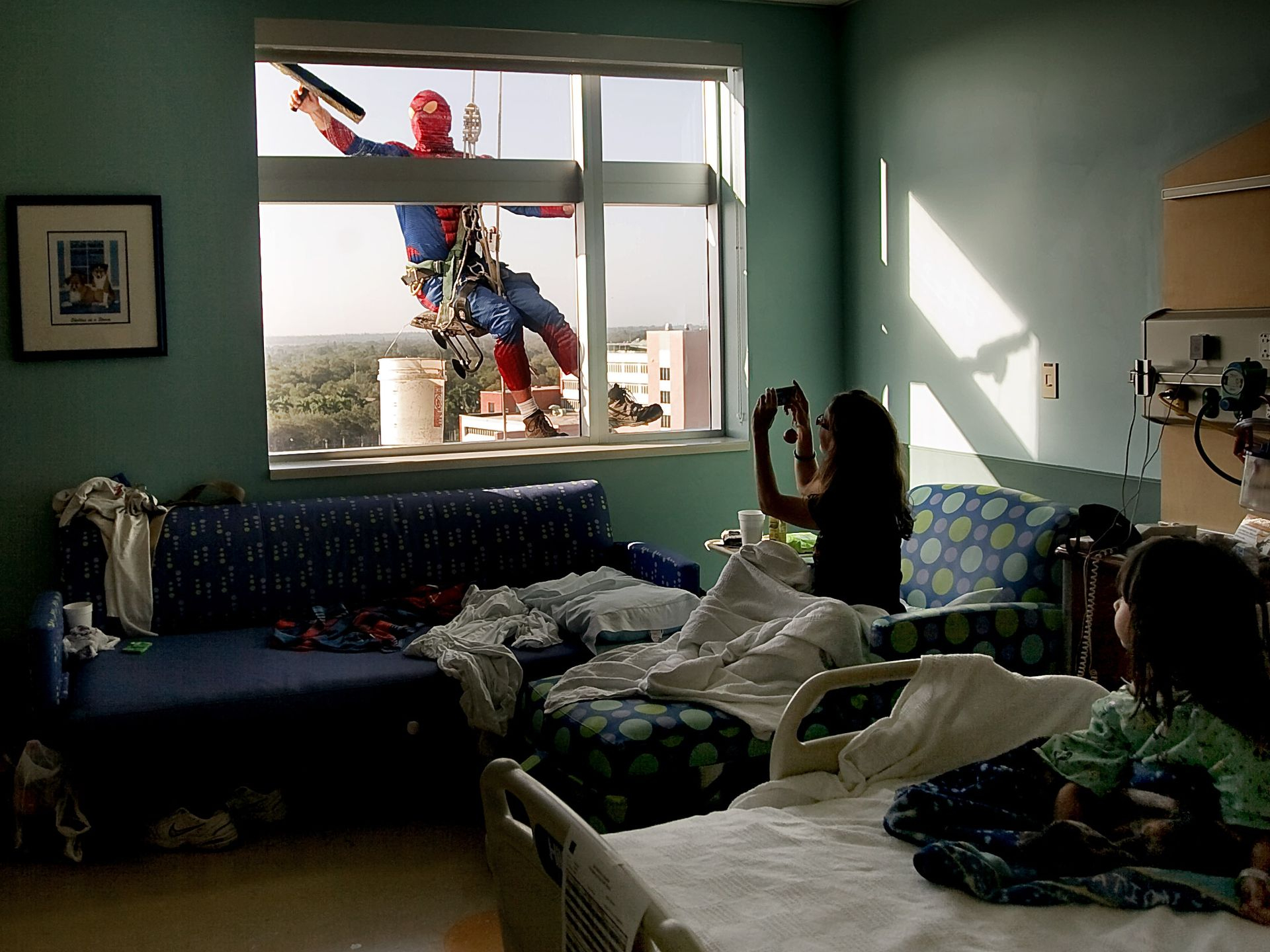 ap-spiderman-window-washer-4_3